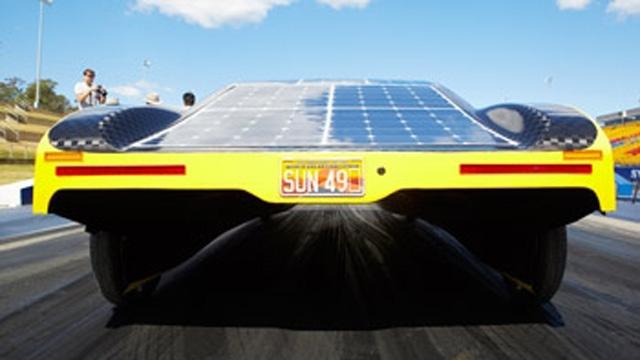 Los estudiantes utilizaron modelos de MATLAB para optimizar el consumo de batería del vehículo eléctrico solar Sunswift eVe.