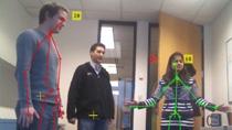 Adquiera imágenes y datos esqueléticos a partir de Microsoft Kinect for Windows en MATLAB. Kinect es un dispositivo de interacción natural con una cámara RGB, un sensor de profundidad 3D y un micrófono de 4 canales.