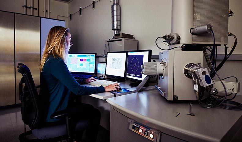 Sistemas de control de instrumentos de microscopio
