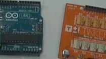Este video muestra cómo comunicarnos con una placa Arduino Uno directamente desde MATLAB.